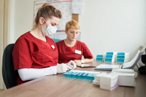 Hilfe bei Heimversorgung und Pflegedienst